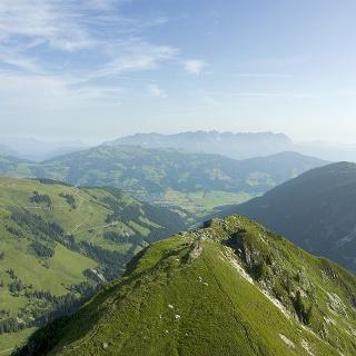 Herrlicher Blick auf den Flochgipfel und die Kitzbüheler Alpen.
