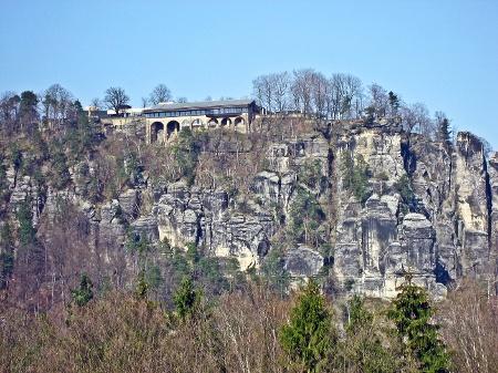 Foto Von den Rauensteinen können wir herrlich zur Bastei hinüber blicken.