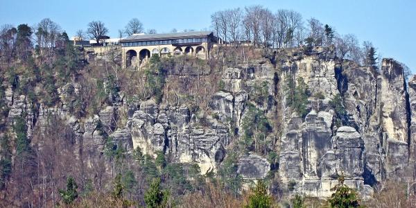 Von den Rauensteinen können wir herrlich zur Bastei hinüber blicken.