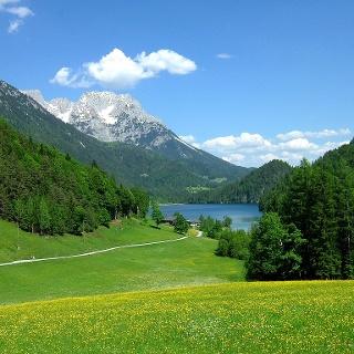 Der Hintersteiner See ist landschaftlich besonders reizvoll gelegen.