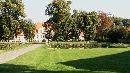 Das Gutshaus Kartzitz ist das am besten erhaltene barocke Gutshaus auf der Insel Rügen.