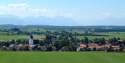 Hohenfurch mit Pfarrkirche (Susanne Lengger)