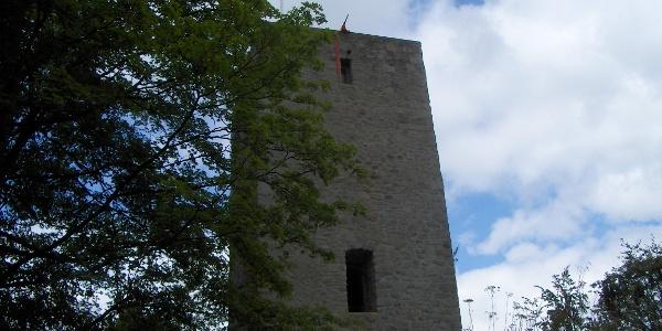 """Die Ruine Schwarzenburg ist alljährlich Schauplatz des Freilichtspiels """"Der Guttensteiner""""."""