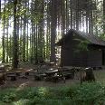 Diese Hütte am rechten Wegesrand ist ein schöner Rastplatz.