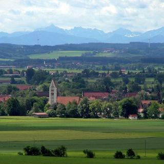 Blick in Richtung Süden mit Erkheim und Alpen.