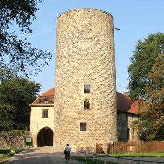 Durch herrliche Natur wandern wir zur Burg Rabenstein.