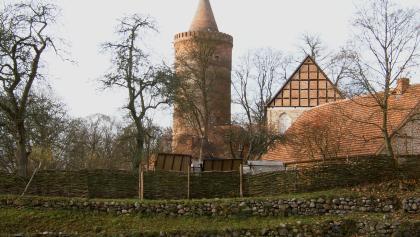 Burg Stargard, die einzige Höhenburg Norddeutschlands, trohnt hoch über dem gleichnamigen Städtchen.