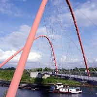 Die Bogenbrücke im Nordsternpark.