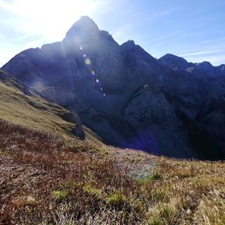 Trettachspitze von der Märchenwiese - links der Nordostgrat, rechts der Nordwestgrat