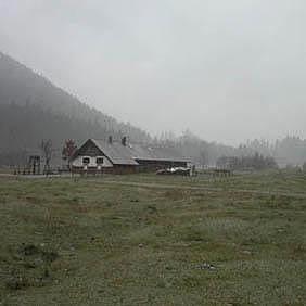 Nebel kann vor allem am Morgen die Berge verhängen.