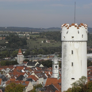 Blick von der Veitsburg auf St. Jodok-Kirche, Gemalter und Blaserturm, Mehlsack