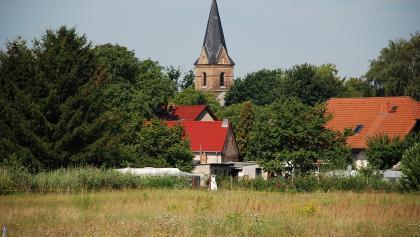 Die Dorfkirche in Prieros.