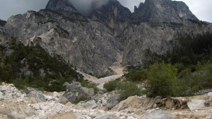 Ein gewaltiger Felssturz schuf eine schroffe Landschaft.