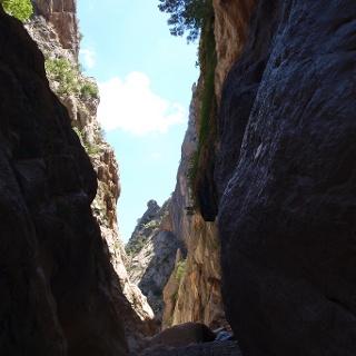 Engstelle mit ~300m hohen Felswänden