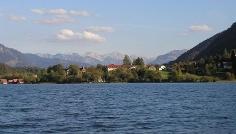 Großer Alpsee mit Bühl im Hintergrund