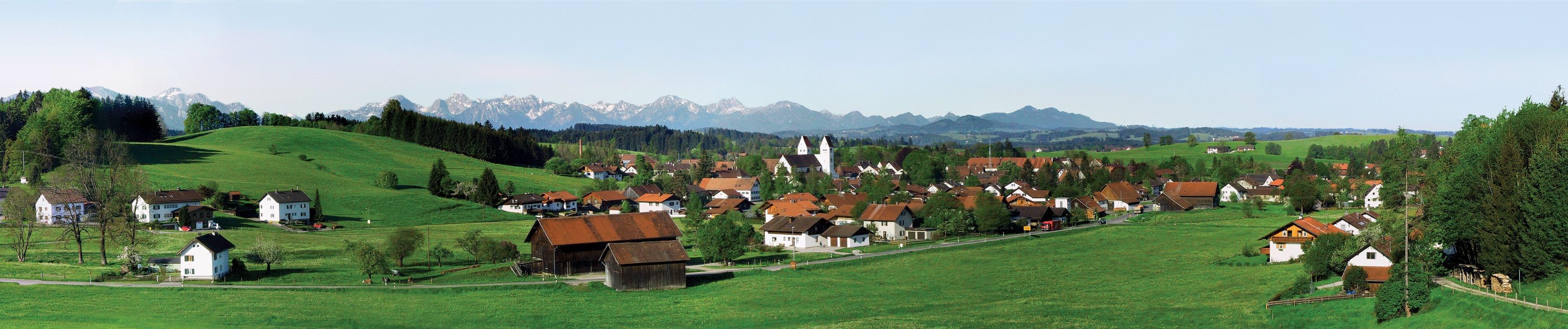 Herrliches Panorama in Steingaden vor den Alpen (Andreas Klausmann)