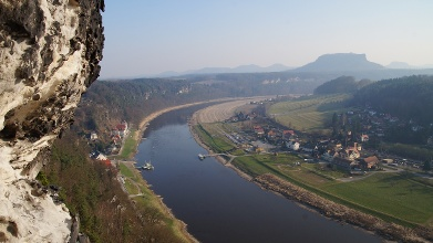 Foto Der Elberadweg im Elbsandsteingebirge