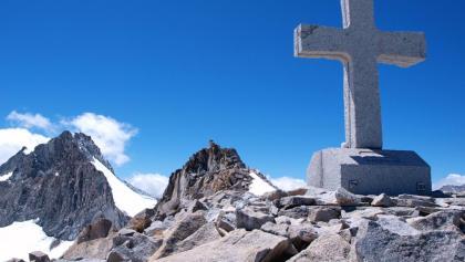 Massives Granitkreuz 3.276m