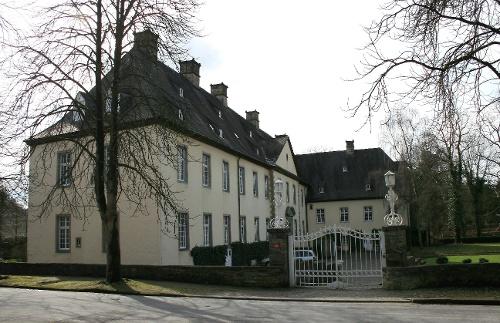 Zum Schloss Wocklum
