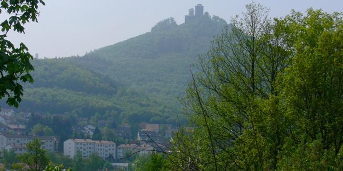 Hoch über Annweiler erhebt sich das Wahrzeichen der Stadt - die Reichsfeste Trifels.