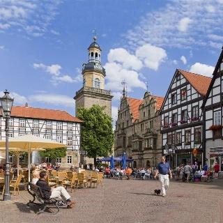 Blick über den Marktplatz auf die St. Nikolai-Kirche