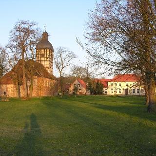 Dorfkirche und ehemaliges Gutshaus derer von Katte