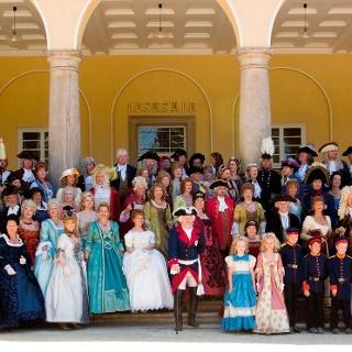 Gruppenbild der Fürsten-Darsteller