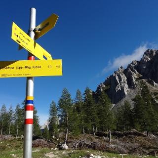 Wegmarkierung Panoramaweg Südalpen