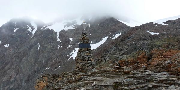 Der Obelisk auf dem Tisenjoch steht nicht am genauen Eismann-Fundort