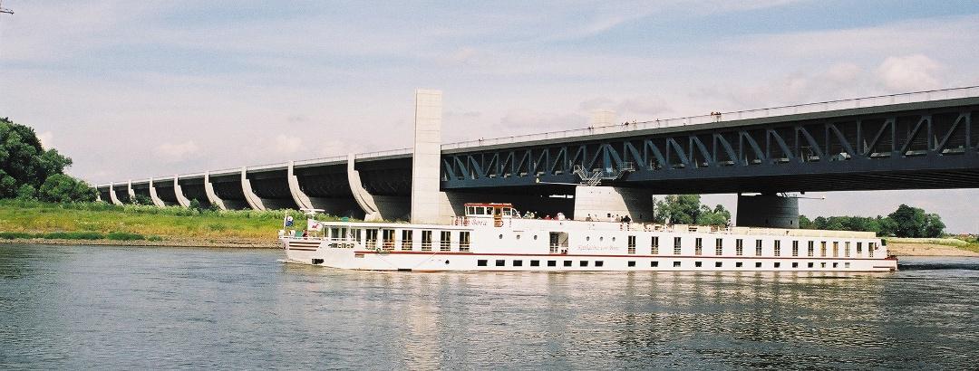Wasserstraßenkreuz mit der längsten Trogbrücke Europas