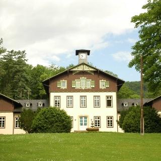 Einen kleinen Abstecher wert ist Schloss Sinnershausen in Hümpfershausen.