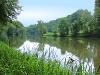 Still und idyllisch liegt der Blaubachsee im Wald.   - © Quelle: Region Hohenlohe