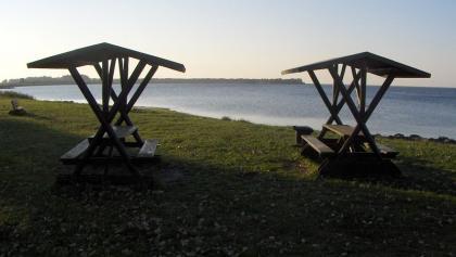 An einem kleinen Strand können wir sehr schön rasten.