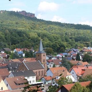 Vorderweidenthal mit Blick auf Rödelstein