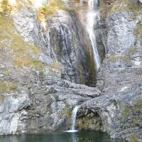 Großes Wasserbecken unterhalb des Stuibenfalls.
