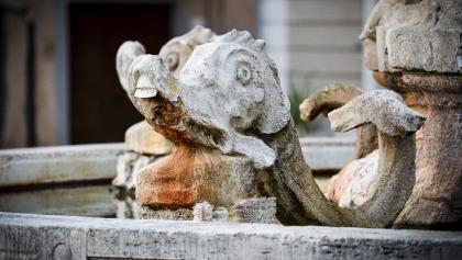 Brunnenverzierung auf der Piazza Garibaldi