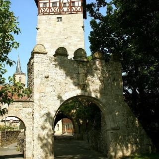 Das Jörgentor ist eines von ehemals vier Stadttoren und ist heute Sitz des Rhönklubs.