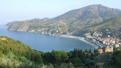 Blick auf Levanto und den ersten Teil des Wegverlaufes nach Bonassola.