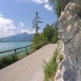Der Weg am Walchenseeufer bietet zahlreiche schöne Ausblicke.