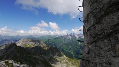 Eisenstufen am Nördlichen Schafalpenkopf vor einer beeindruckenden Kulisse