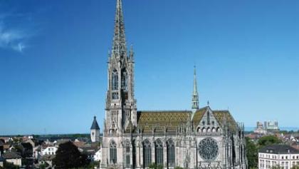 Die Gedächtniskirche ist mit dem höchsten Turm Speyers (100m) ausgestattet.