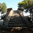 Treppenaufstieg zum Mirador des Tudons.
