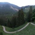 Auf dem steilen Pfad hinauf zum Gasthof Alpenrose müssen wir unser Rad schieben.