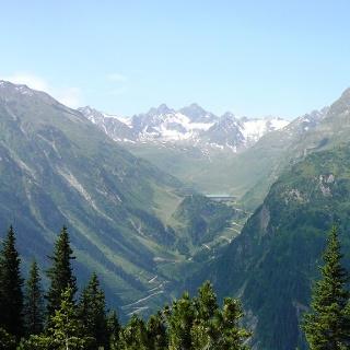 Blick auf die Silvretta-Hochalpenstrasse