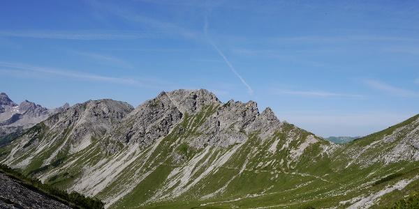 Blick in die Lahnerscharte - links davon Lahnerkopf, Schänzelspitze und Schänzlekopf