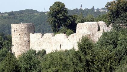 Wir wandern zu romantischen Burgen.