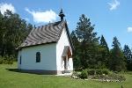 Die kleine Kapelle steht oberhalb von Risiberg.