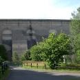 Die Staumauer der Oleftalsperre in Hellenthal.