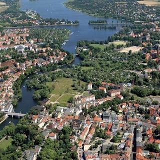 Die Seenlandschaft an der Havel ist ein Paradies für Wanderer und Wassersportler.