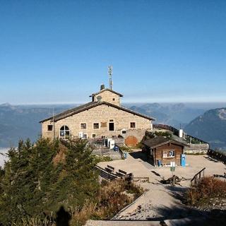Kehlsteinhaus mit Bergpanorama.